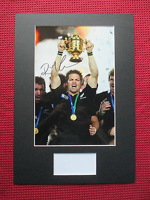 ALL BLACKS -NEW ZEALAND CAPTAIN RICHIE McCAW HAND SIGNED PHOTO MOUNT DISPLAY-COA