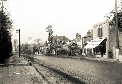 GN 512  PHOTO BUSHEY HEATH. SHOPS FEATURE IN SCENE .BUSHEY c 1920