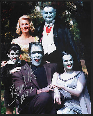 BUTCH PATRICK - EDDIE MUNSTER HAND SIGNED 8x10 PHOTO Color FAMILY PHOTO Munsters