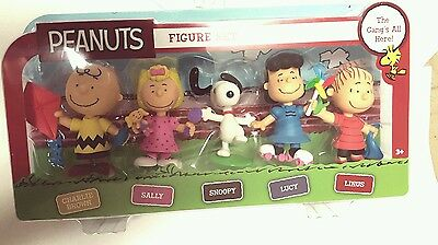 Peanuts Gang 5 Play Figure Set Sally Snoopy Linus Lucy Charlie Brown