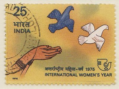 (IC-195) 1975 India 25p hands releasing the dove