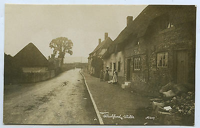 C1910 Rp Npu Postcard Thatched Cottages/people Wishford Wiltshire Eng E23