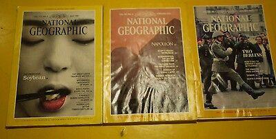LOT OF 17 ISSUES National Geographic Magazines  (INCLUDES (1) MAP)