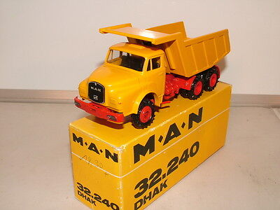 Conrad No 3135 is the model of the MAN 32,240 tipping lorry. VNMB