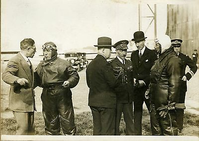 """Mr DUMESNIL et son pilote COSTES"" Photo originale G. DEVRED (Agence ROL) 1931"