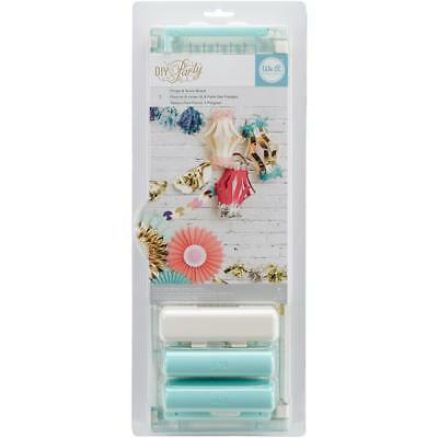 We r memory keepers  fringe cutter score board  ,for tassels,pom poms etc 660775
