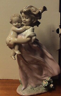 Lladro playing mom - 06681 new in box