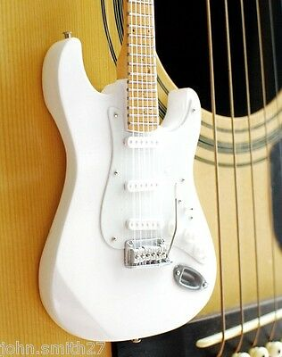 Miniature Guitar Jeff Beck Ronnie Woods Rolling Stones White Signature  St