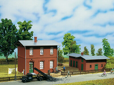 Auhagen 11389 NEW HO RAILROAD ADMINISTRATIVE BUILDING WITH SHED