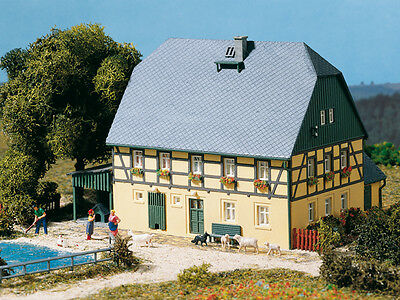 Auhagen 11359 NEW HO LARGE FARM HOUSE WITH BARN AND SHED