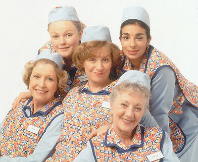 Dinnerladies UNSIGNED cast photo - P2467 - Victoria Wood & Anne Reid