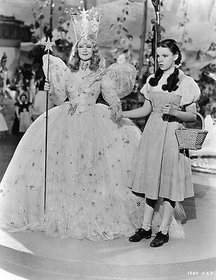 Judy Garland & Billie Burke UNSIGNED photo - H5734 - The Wizard of Oz