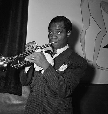 Louis Armstrong 10 x 8 UNSIGNED photo - P1340 - Jazz trumpeter and singer
