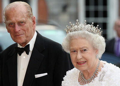 Queen Elizabeth II and Prince Philip UNSIGNED photo NEW IMAGE!!!!! K5676