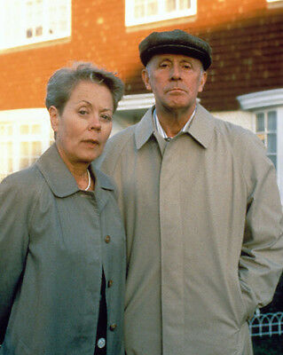 Richard Wilson & Annette Crosbie UNSIGNED photo - P2251 - One Foot in the Grave
