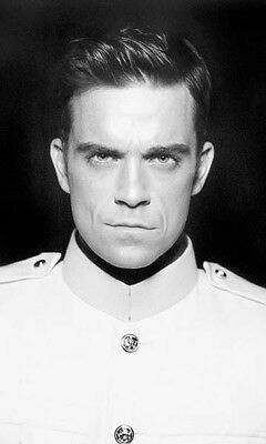 Robbie Williams Unsigned Photo - 7750 - Sexy!!!!!
