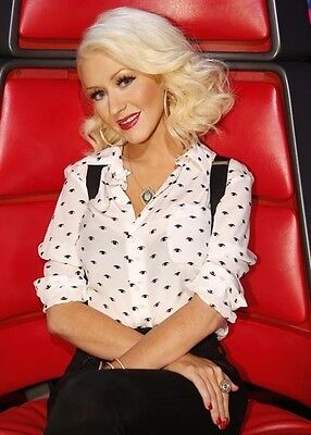Christina Aguilera UNSIGNED photo - B223 - SEXY!!!!!
