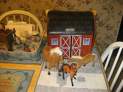 Really Cute All Vinyl Breyer Horse Barn With Carrying Handle Removable Roof Cute