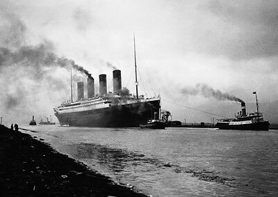 Art print POSTER / Canvas Titanic Steaming to Sea for Trial Run, 1912