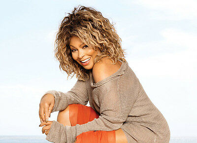 Tina Turner Unsigned Photo - 8141 - Beautiful!!!!!