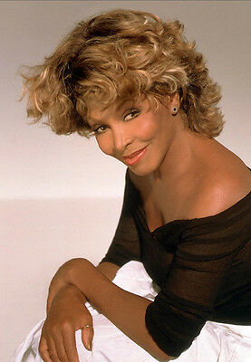 Tina Turner Unsigned Photo - 8144 - Gorgeous!!!!!