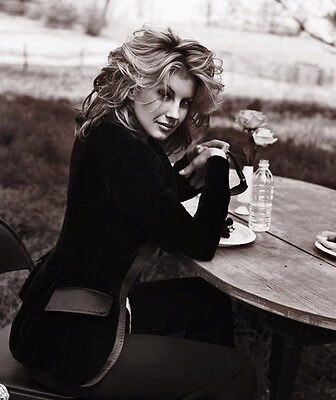 Faith Hill Unsigned Photo - 9222 - Gorgeous!!!!!