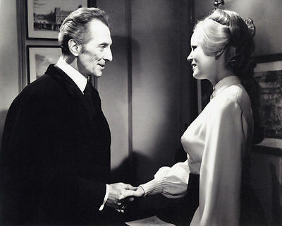 Veronica Carlson & Peter Cushing Unsigned Photo - 4067