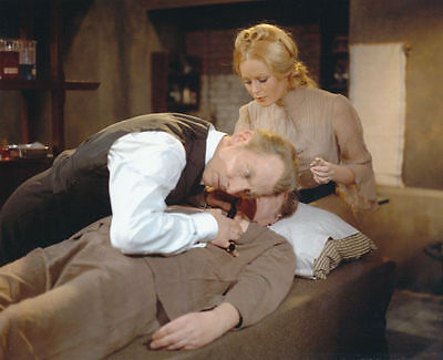 Veronica Carlson & Peter Cushing Unsigned Photo - 4080