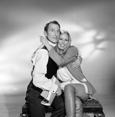 Veronica Carlson & Peter Cushing Unsigned Photo - 4088