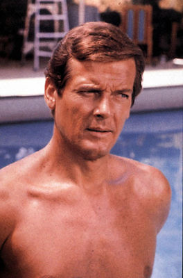 Roger Moore Unsigned Photo - 4240 - James Bond