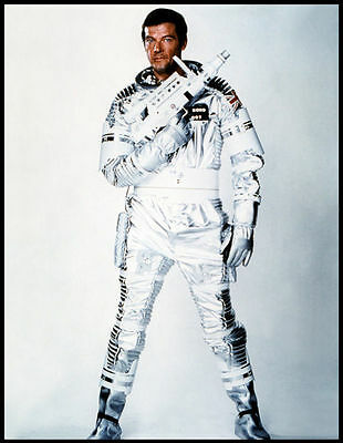 Roger Moore Unsigned Photo - 4268 - James Bond