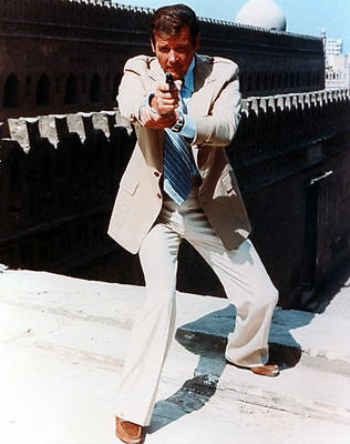 Roger Moore Unsigned Photo - 4302 - James Bond