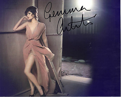 "STUNNING 10"" x 8"" COLOUR PHOTO (COA) SIGNED ""TTM"" BY GEMMA ARTERTON IN HOT POSE"