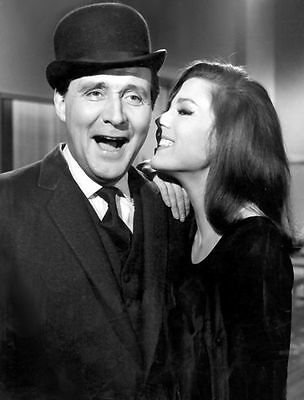 PATRICK MacNEE & DIANA RIGG UNSIGNED PHOTO - 4752 - THE AVENGERS