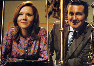 PATRICK MacNEE & DIANA RIGG UNSIGNED PHOTO - 4760 - THE AVENGERS