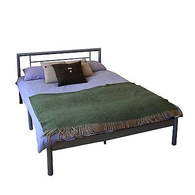 Harbour Housewares Double Metal Bed Frame In Silver