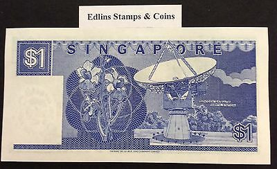 1987 $1 Singapore Banknote - Uncirculated - Pick 18A - B/6 163936