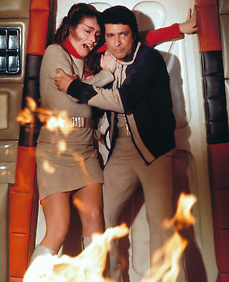 Catherine Schell & Tony Anholt Unsigned Photo - 5758 - Space 1999
