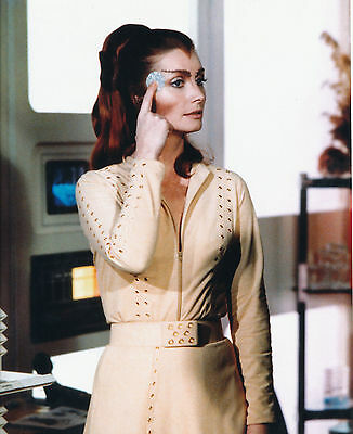 Catherine Schell Unsigned Photo - 5741 - Space 1999