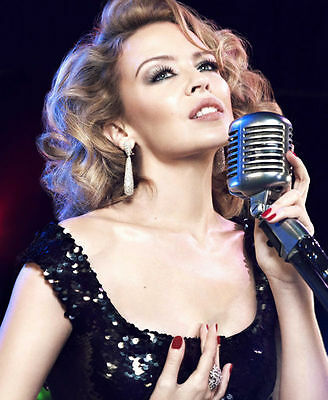 Kylie Minogue Unsigned Photo - 8175 - Gorgeous!!!!!