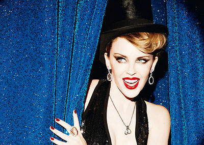 Kylie Minogue Unsigned Photo - 8189 - Stunning!!!!!