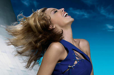 Kylie Minogue Unsigned Photo - 8203 - Beautiful!!!!!