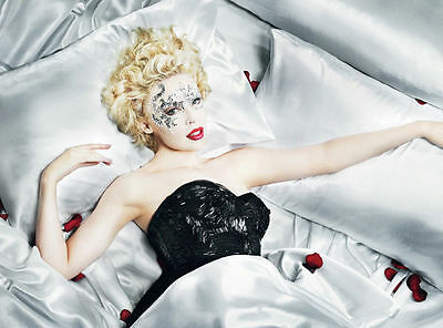 Kylie Minogue Unsigned Photo - 8206 - Gorgeous!!!!!