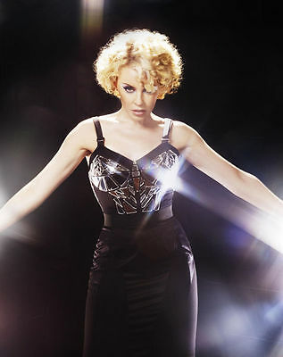 Kylie Minogue Unsigned Photo - 8224 - Beautiful!!!!!