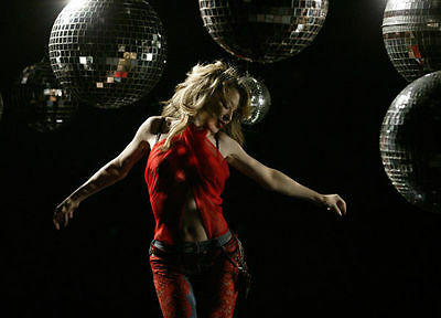 Kylie Minogue Unsigned Photo - 8249 - Spinning Around