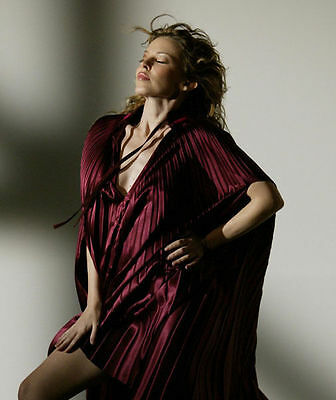 Kylie Minogue Unsigned Photo - 8263 - Gorgeous!!!!!
