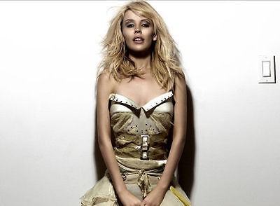 Kylie Minogue Unsigned Photo - 8264 - Gorgeous!!!!!
