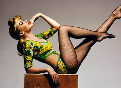Kylie Minogue Unsigned Photo - 8266 - Gorgeous!!!!!