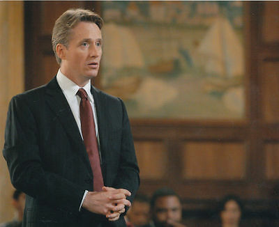 Linus Roache Unsigned Photo - 530 - Law & Order