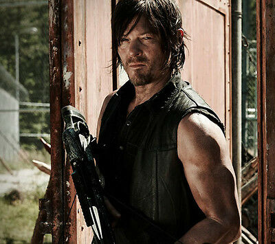 Norman Reedus UNSIGNED photo - B1641 - The Walking Dead
